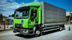 ciężarówka na placu szkoleniowym